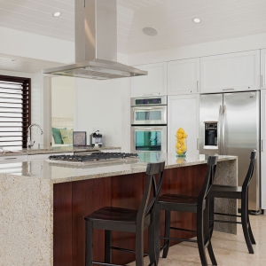 beach-villa-aquazure-turks-and-caicos-luxury-rental-kitchen