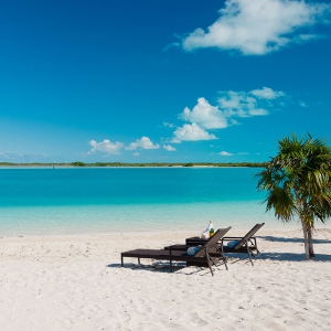 beach-villa-aquazure-turks-and-caicos-luxury-rental-beach-relax
